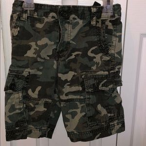 Kids camo cargo shorts size 7-